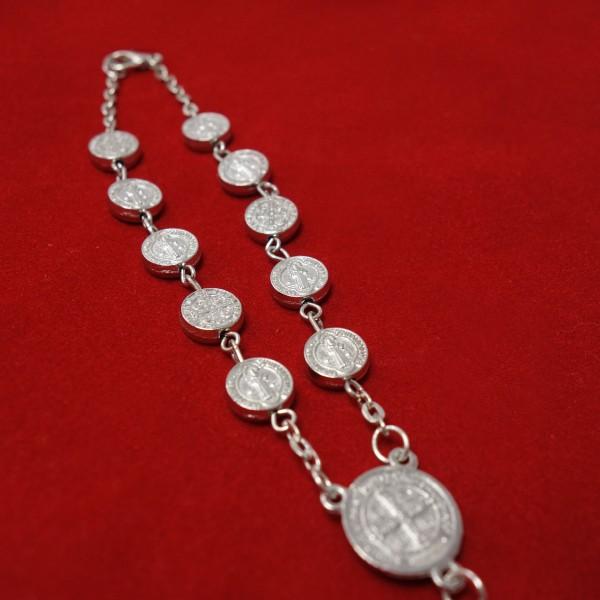 Rožukronis ar aizdari un Svētā Benedikta medaljoniem