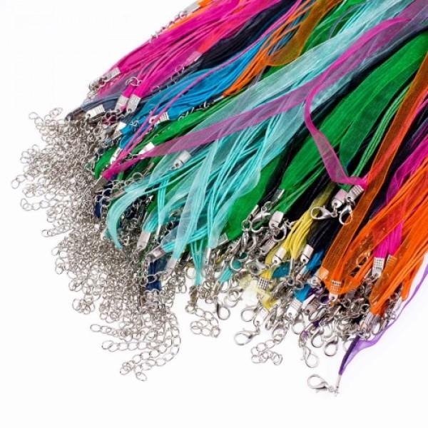 Aukliņa ar aizdari dažādas krāsas